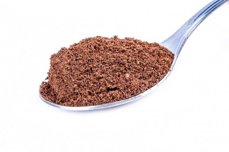 una cucharada de proteína en polvo, suplementos importantes en la dieta de ganancia de masa